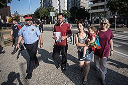 Concentració en contra de Felip VI a Girona Els regidors de la CUP han intentat entregar una carta a Felip VI sense èxit