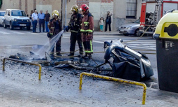 Les millors fotos de la setmana de Nació Digital <a href='http://www.naciodigital.cat/noticia/111860/policia/sabadell/estat/alerta/onada/incendis/contenidors'>La policia de Sabadell, en estat d'alerta per una onada d'incendis en contenidors .</a></br> Foto: Laia Peláez