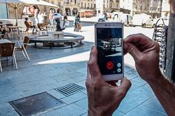 Les millors fotos de la setmana de Nació Digital <a href='http://www.naciodigital.cat/noticia/112235/carrers/catalunya/punt/febre/pok/mon/go?rlc=a1'>La febre «Pokémon Go» arriba a Catalunya.</a></br> Foto: José M. Gutiérrez