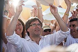 Diada Nacional 2016: manifestació a Salt Carles Puigdemont durant El Batec de Salt