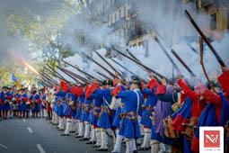 Les millors fotos de la setmana de Nació Digital Els Miquelets a la ofrena al monument de Rafael Casanova. Foto: Josep M. Montaner