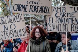 Concentració de suport a Carme Forcadell