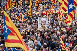 Concentració a l'avinguda de Maria Cristina contra la judicialització del procés