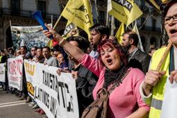 Manifestació de taxistes contra els serveis «pirata»