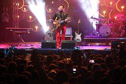 Canet Rock 2014 Jaume Sisa ha tornat a l'escenari del Canet Rock i públic de totes les edats han corejat els dos temes que ha tocat.