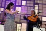 Concert benèfic de la Fundació Lluita Contra la Sida al Palau Sant Jordi. Sílvia Pérez Cruz i Toti Soler durant la seva actuació.