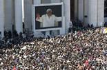 De Benet XVI a Francesc I, en 20  imatges 27 de febrer: Unes 200.000 persones han assistit a l'última audiència del Papa Benet XVI a la Plaça de Sant Pere del Vaticà.