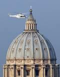 De Benet XVI a Francesc I, en 20  imatges 28 de febrer: Benet XVI ha sortit de la ciutat del Vaticà en un helicòpter blanc de la força aèria italiana.