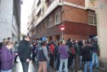 Dessallotgen el nou Casal Popular de Gràcia. Un moment de la concentració de suport.
