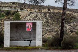 Eleccions andaluses 2015 Un cartell de la candidata socialista, Susana Díaz, penjat en una parada d'autobús de Los Castanyos, Almeria.