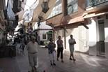 Festival de Cinema Fantàstic de Sitges 2011 Gent passejant pel carrer Primer de Maig (carrer del pecat) de Sitges amb la decoració d'un cementiri que estarà durant els dies del Festival.