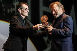 Festval Internacional de Cinema Fantàstic de Sitges 2014 (II) 03/10/2014 El director del Festival de cinema de Sitges, Àngel Sala, entrega la Màquina del Temps a l'actor italià, Franco Nero.