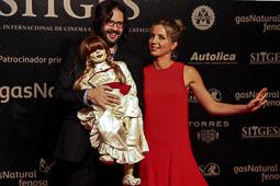 Festval Internacional de Cinema Fantàstic de Sitges 2014 (II) 09/10/2014 Annabelle Wallis i Gary Dauberman amb la nina d' «Annabelle».