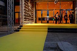 Festval Internacional de Cinema Fantàstic de Sitges 2014 (II) 11/10/2014 El Festival de Sitges dóna suport al dret a decidir amb una catifa groga.