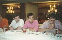Aquella primera ERC independentista Carles Carrera (al mig) membre de l'equip més proper a Colom, en un dinar amb premsa, al restaurant Can Soteras, de Barcelona, el 1991.