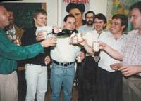 Aquella primera ERC independentista Militants d'ERC i les JERC celebren l'elecció de Pilar Rahola com a diputada al Congrés espanyol el 1993.