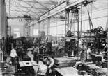 «El món del treball a la Catalunya del primer terç del segle XX» Obrers de l'empresa Siemens a la secció de caldereria de la fàbrica de Cornellà de Llobregat, del 1929 d'autor desconegut. Foto: Fons Siemens
