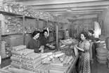 «El món del treball a la Catalunya del primer terç del segle XX» Obreres d'una fàbrica de claus, 1930-1935. Foto: Fons Brangulí