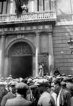 «El món del treball a la Catalunya del primer terç del segle XX» Manifestació d'aturats davant la Diputació de Barcelona, demanant la reducció de jornada per repartir el treball, Abril de 1931. Foto: Fons Brangulí