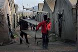 Melilla, el mur d'Europa Dimecres 19 de març / Joves malians preparen les seves lliteres al campament improvisat, al costat de CETI de Melilla.