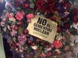 Concentració a la Plaça Sant Jaume contra la candidatura d'Ascó al cementiri nuclear