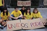 Alumnes de Cornellà es tanquen a l'IES en protesta per les retallades