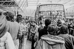 Ocupació de la duana del Portús contra l'extradició de Viusà, 1979 Al centre de la imatge, amb camisa de quadres, Josep de Calassanç Serra i Puig, el Cala.