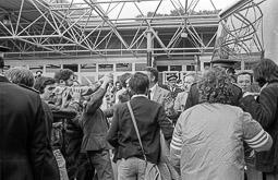 Ocupació de la duana del Portús contra l'extradició de Viusà, 1979 Discussions abrandades entre els concentrats i el cap de la Gendarmeria.