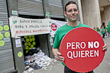 Protesta de la PAH a l'oficina de Banco Popular del Passeig de Gràcia