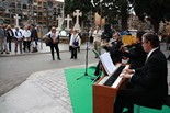 Diada de Tots Sants Música clàssica a càrrec d'un trio de violí, piano i flauta travessera per amenitzar la jornada de Tots Sants al Cementiri de les Corts de Barcelona.