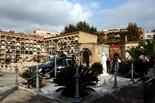 Diada de Tots Sants Un cotxe funerari en un sepeli, aquest dimarts de Tots Sants al cementiri de Sant Andreu.