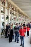 Diada de Tots Sants Visitants al cementiri de Lleida, aquest dimarts de Tots Sants.