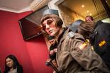 Carnestoltes de Guàrdia Civil al Casal Independentista El Forn