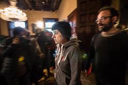 Les cares del dia després: el no de la CUP a Mas.  Anna Gabriel i Benet Salellas entrant a la reunió de la Junta de Portaveus. | Jose M. Gutiérrez