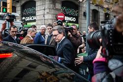 Les cares del dia després: el no de la CUP a Mas.  Artur Mas sortint de la reunió del consell executiu de CDC | Jose M. Gutiérrez