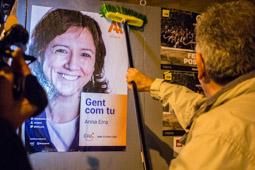 Municipals 2015: Enganxada de cartells a Vic