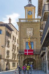Municipals 2015: jornada electoral a Osona La bandera de Dinamarca penjada al balcó de l'Ajuntament de Vic. Foto: Josep M. Montaner