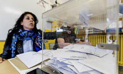 Municipals 2015: jornada electoral a Osona Col·legi Casals Gràcia de Manlleu. Foto: Adrià Costa