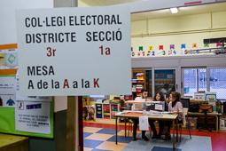 Eleccions 20-D: la jornada electoral a Osona Manlleu. Foto: Adrià Costa