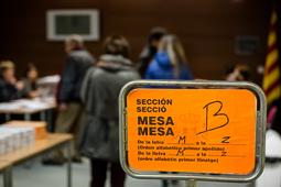 Eleccions 20-D: la jornada electoral a Osona Folgueroles. Foto: Adrià Costa