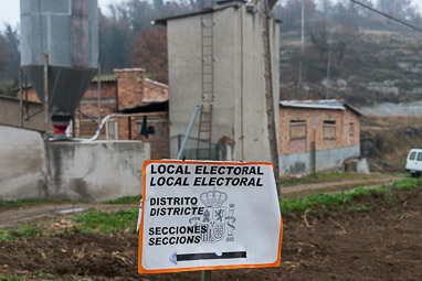 Eleccions 20-D: la jornada electoral a Osona Sant Martí Sescorts. Foto: Josep M. Montaner