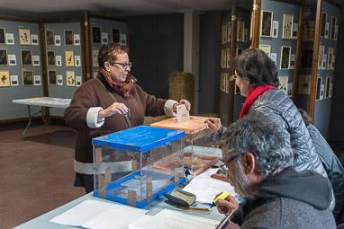 Eleccions 20-D: la jornada electoral a Osona Tavertet. Foto: Josep M. Montaner