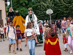 Cercavila de gegants a les festes del barri de Santa Anna de Vic