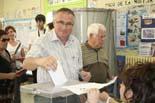 Municipals 2011: jornada electoral a Osona Pere Prat votant al col·legi Casals Gràcia de Manlleu. Foto: Judit Coma