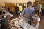 Municipals 2011: jornada electoral a Osona Francesc Homs ha votat al col·legi electoral de Can Costa i Font.