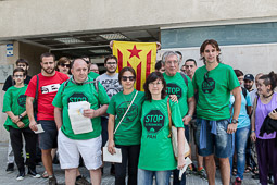 Acampada de la PAH Osona al BBVA de la plaça Fra Bernadí de Manlleu Dimarts,17 de juny. El jutge ajorna la declaració dels sis activistes de la Plataforma d'Afectats per la Hipoteca.