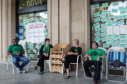 Acampada de la PAH Osona al BBVA de la plaça Fra Bernadí de Manlleu Dimarts,17 de juny.