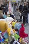 Activitats per la Marató de TV3 a Osona Venda solidària de joguines a la plaça Nova de Torelló. Foto: Adrià Costa
