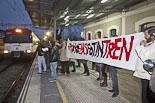 Cassolada «perquè no ens fotin el tren» a Torelló