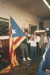 Celebració de la victòria del Barça a la final de la Copa d'Europa de Wembley  Una estelada dins del Casino de Vic.
